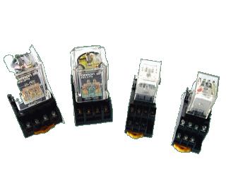 電磁リレー(電磁継電器)の写真
