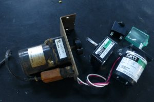 オリエンタルモーターのリバーシブルモーターとギアヘッド