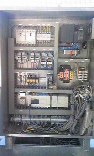 制御盤の内部